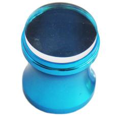 Штамп в синем металлическом стаканчике